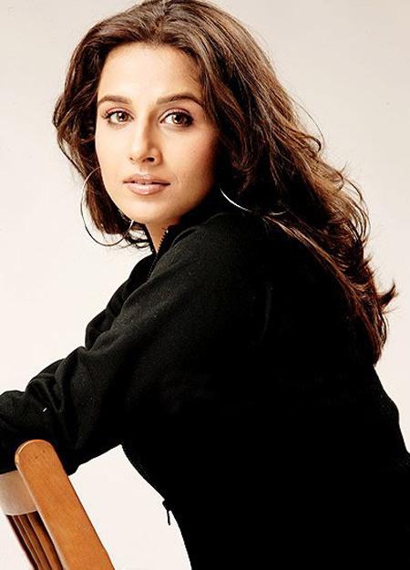 Vidya Shoots Sex Scene With Naseeruddin  Bollywood News Gossip-6900