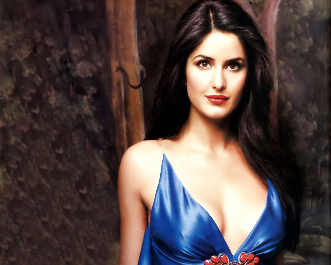 Displaying 18> Images For - Hot Katrina Kaif Without Bra...
